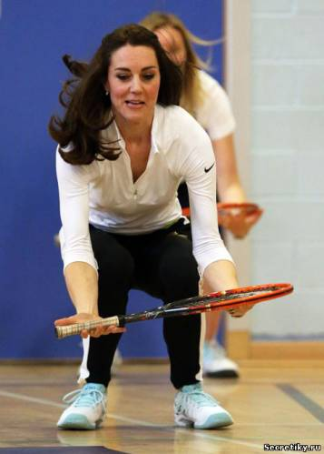 Кейт Миддлтон готовится метать снаряд