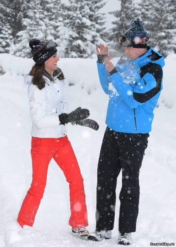 Герцогиня Кембриджская и принц Уильям шутливо сражаются в снегу
